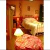 <h3>La chambre avec l'amorce de la table de la cuisine</h3>
